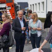 Bürgermeister Friedhelm Kleweken im Gespräch mit Petra Hruby
