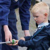 Der kleine Tino möchte vielleicht auch mal Feuerwehrmann werden